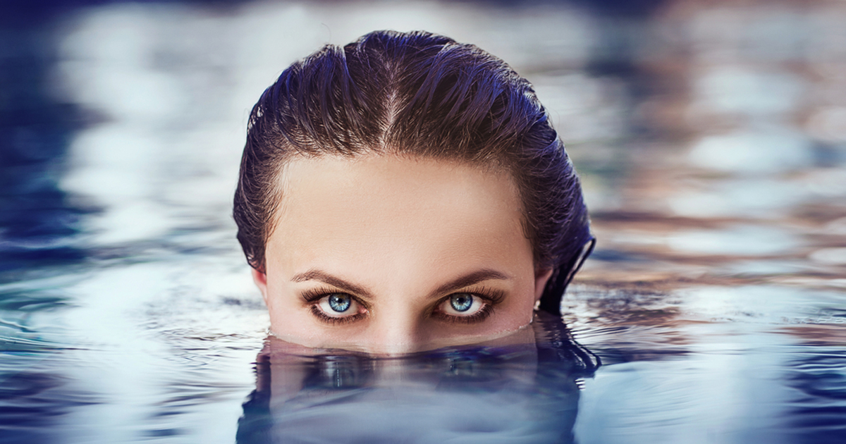 Can You Swim With Contacts
